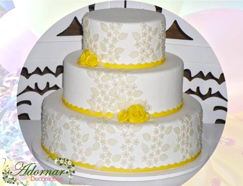 Locação de Bolo Cenográfico Casamento Noivado Amarelo e Branco