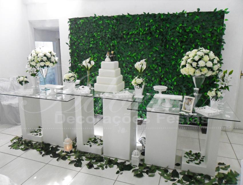 Aluguel Decoração Mesa do Bolo em Vidro Branco Com Muro Inglês